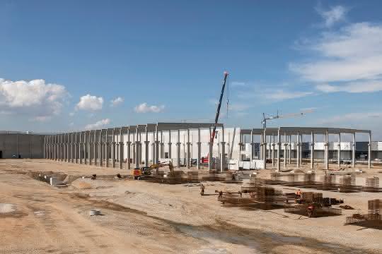 KraussMaffei legt Grundstein für Neubau