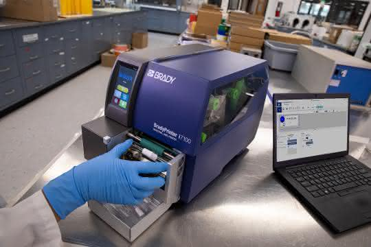 Automatisierte Röhrchenkennzeichnung mit BradyPrinter i7100