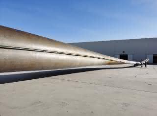 Das weltweit erste 64,2 Meter lange Rotorblatt für Windkraftanlagen aus Polyurethan. Das Projekt soll eine neue Generation von längeren und robusteren Blättern für die Windkraftindustrie begründen.