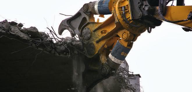 Aus Baugewerbe Unternehmermagazin 9\2020: Beton-Abbruchzange feiert Debüt