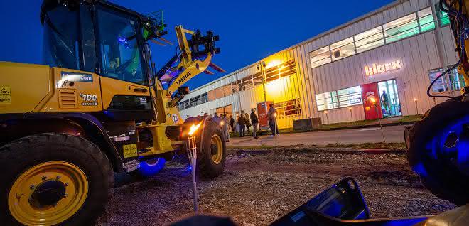 klarx eröffnet Logistikzentrum