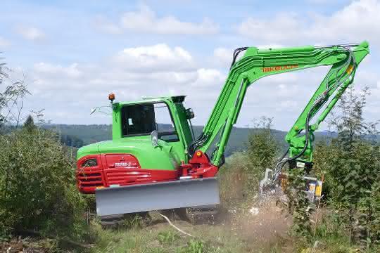 Ein Minibagger im Forsteinsatz