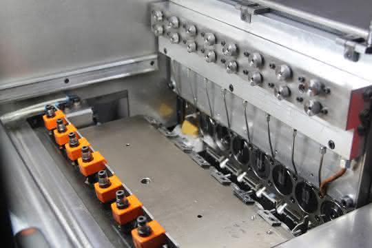 7-Stufen-Presse von Arnold Umformtechnik