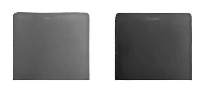 Beim Einsatz von Standard-Additiven (links) kann sich nach einer gewissen Zeit ein weißer Belag bilden. Das neues Anti-Scratch-Additiv soll das Entstehen eines weißen Belags auf Produktoberflächen verhindern.