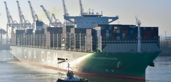 Weltgrößtes LNG-Containerschiff macht in Hamburg fest
