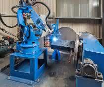 Sondermaschinenbau: Schweißroboter im Dauereinsatz