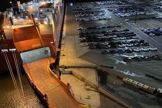 Cuxport schlägt tausende Neuwagen für chinesischen Markt um
