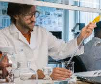 Lars Hildebrandt im Labor