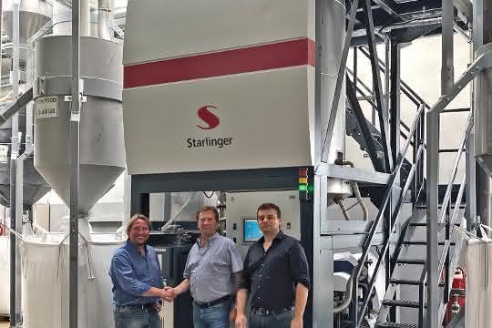 Von links: Christian Lovranich von Starlinger  mit Richard Wüllner und Andrzej Zajontz, Geschäftsführer der BTB PET-Recycling.