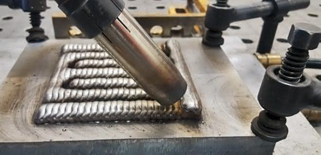 Additive Strukturen entstehen im Fertigungsprozess Wire-AM.
