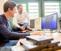 Keupp und Schmid vor Computer