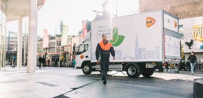 E-Lkw: FUSO eCanter transportiert für PostNL