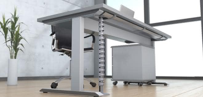 Schreibtisch mit Energieführung