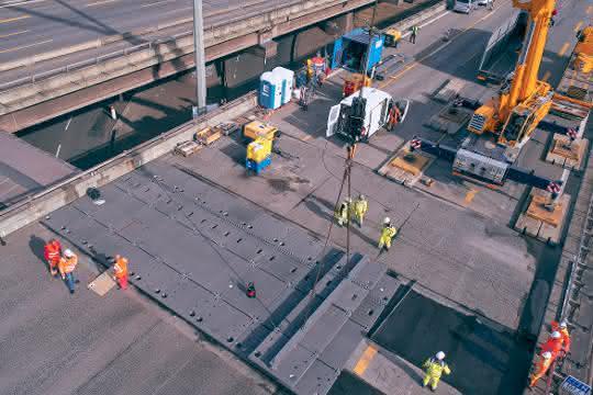 Top-Projekt: Stahlplatten überbrücken 2,5 Meter breiten Spalt