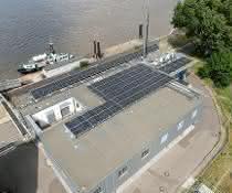 Nautische Zentrale Hamburg lenkt Schiffsverkehr mit der Kraft der Sonne