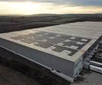 Bei pfenning logistics entsteht ein enormer Solardachkomplex