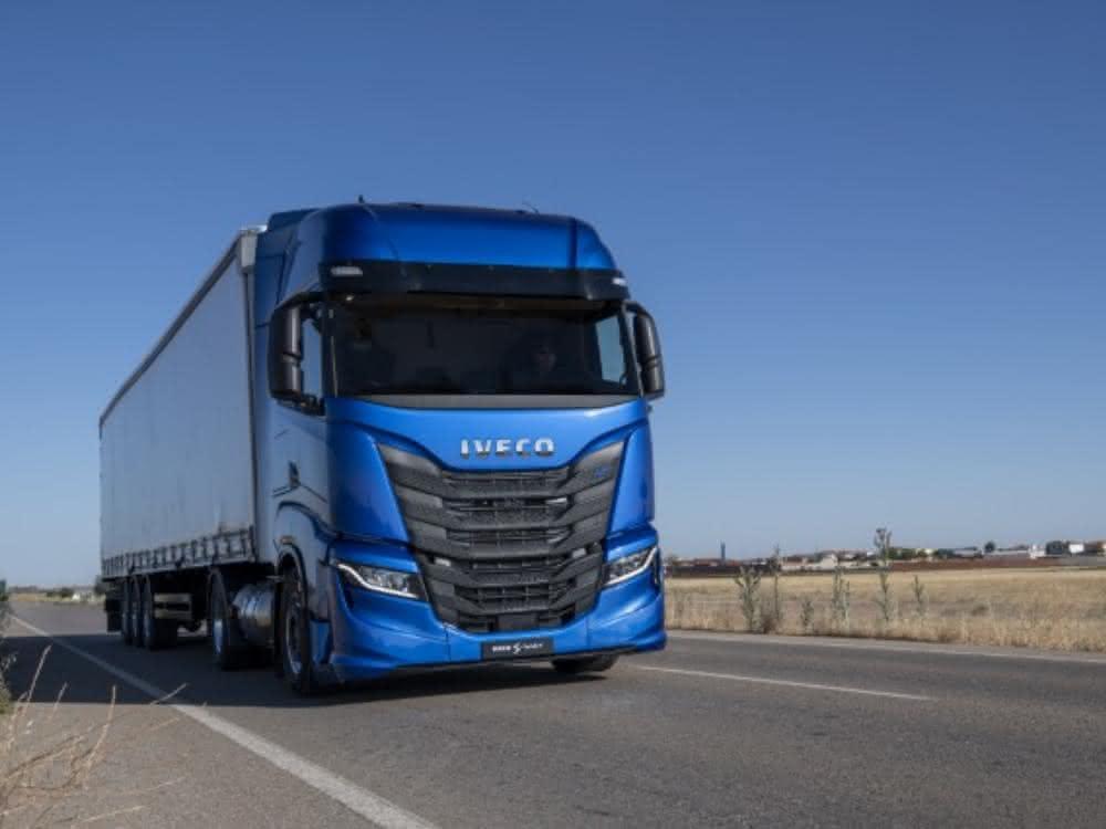 Selbstfahrende Lkw: Iveco und Plus unterzeichnen Memorandum of Understanding