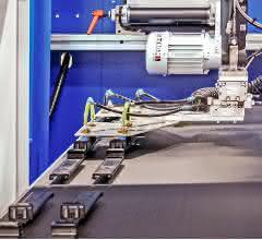 Teileablage mit per Roboter