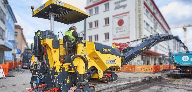 Straßenbau: Neue Bomag Fräse bei Karlsruher Kombilösung im Einsatz