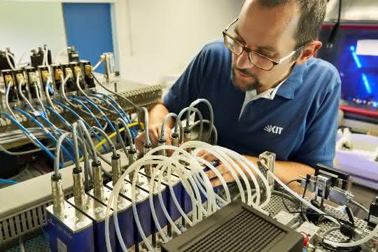 KIT-Forscher mit Hardware