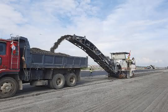 Komplett-Sanierung: Wirtgen Kaltfräsen sanieren Landebahn in Malaysia