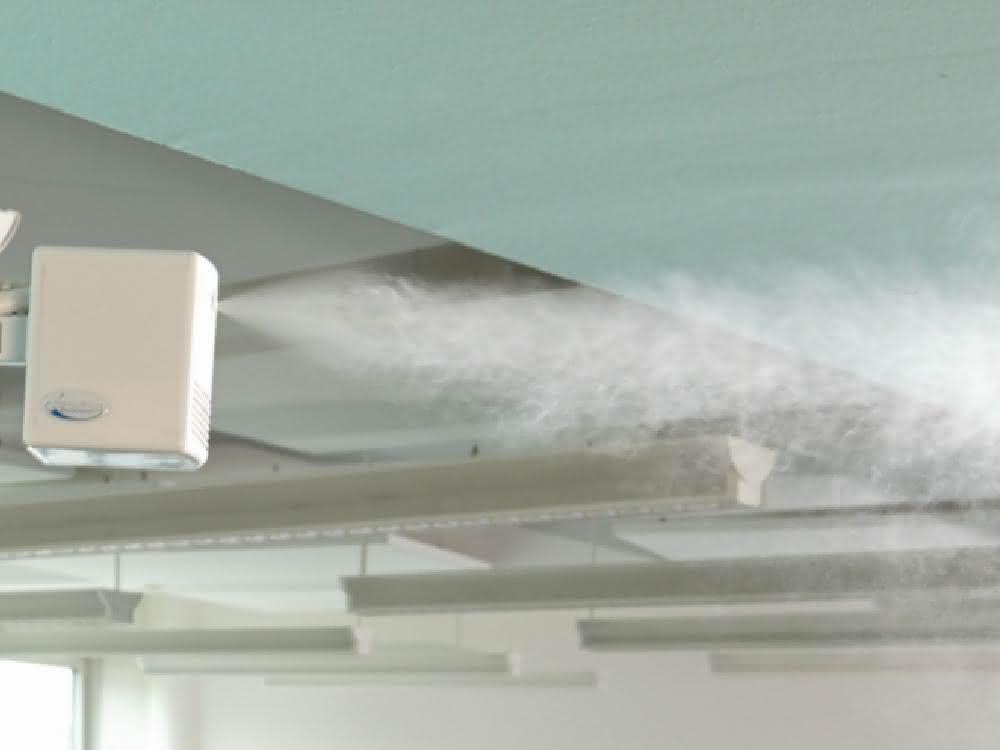 Sprühnebel (Feuchtigkeit) aus einem Direktluftbefeuchter