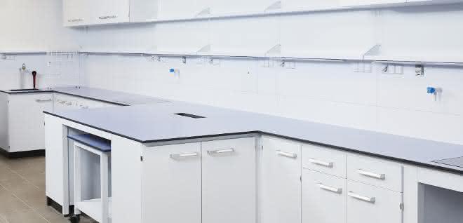 Labortisch mit Tischvorsprung