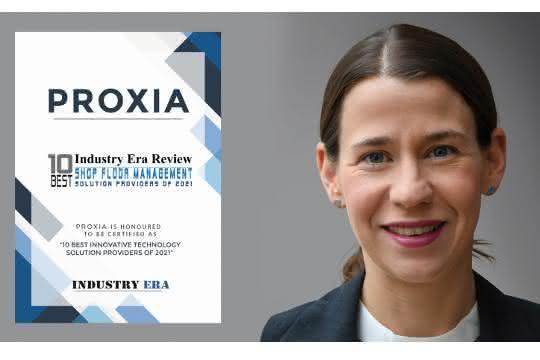 Julia Klingspor, CEO von Proxia, mit der Auszeichnung