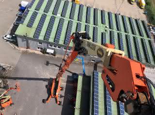 Bis zu 58 Meter Arbeitshöhe: Eine großdimensionierte Teleskoparbeitsbühne für den Hamburger Hafen