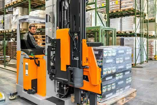 Still präsentiert neuen Schmalgangstapler NXV