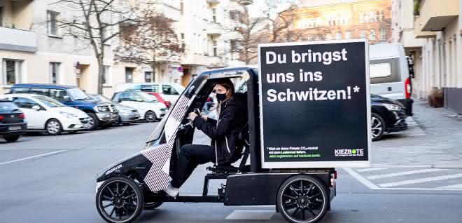Berliner Kiezbote liefert Pakete zur Wunschzeit
