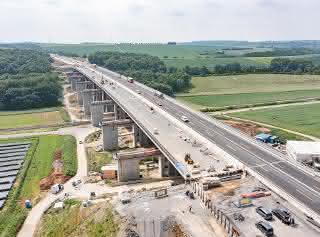 Querverschub sicher gemeistert: PORR verschiebt Rothof Talbrücke