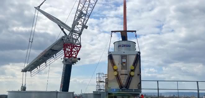 Autokran: 40 Tonnen punktgenau platziert