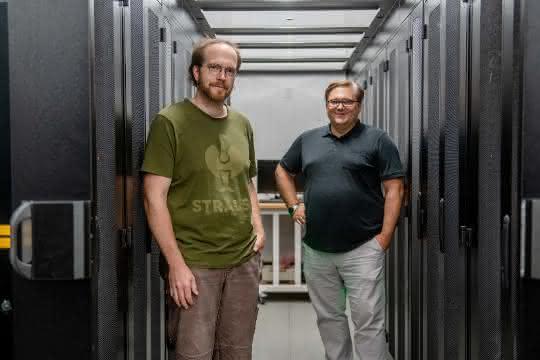 Julian Uszkoreit und Michael Turewicz im Serverraum