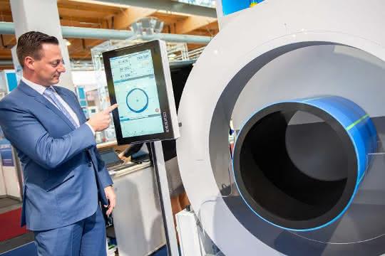 Centerwave 6000 zur Qualitätskontrolle während der Rohrextrusion.