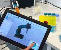 Arbeiten im Labor mit Tablet