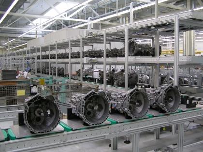 Getriebeproduktion: Sanfter Stau schont das Getriebe: Stop-and-Go bei Antriebsproduktion